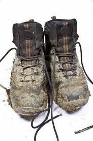 modderige wandelschoenen